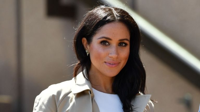 Meghan Markle's first husband, Britain's Prince Harry and his wife Meghan walk down the stairs of Sydneys iconic Opera House to meet people in Sydney on October 16, 2018. - Prince Harry and Meghan have made their first appearances since announcing they are expecting a baby, kicking off a high-profile Pacific trip with a photo in front of Sydney's dazzling Opera House and posing with koalas. Meghan wore a pair of butterfly earrings and a gold bracelet which belonged to Prince Harry's mother, the late Princess Diana.