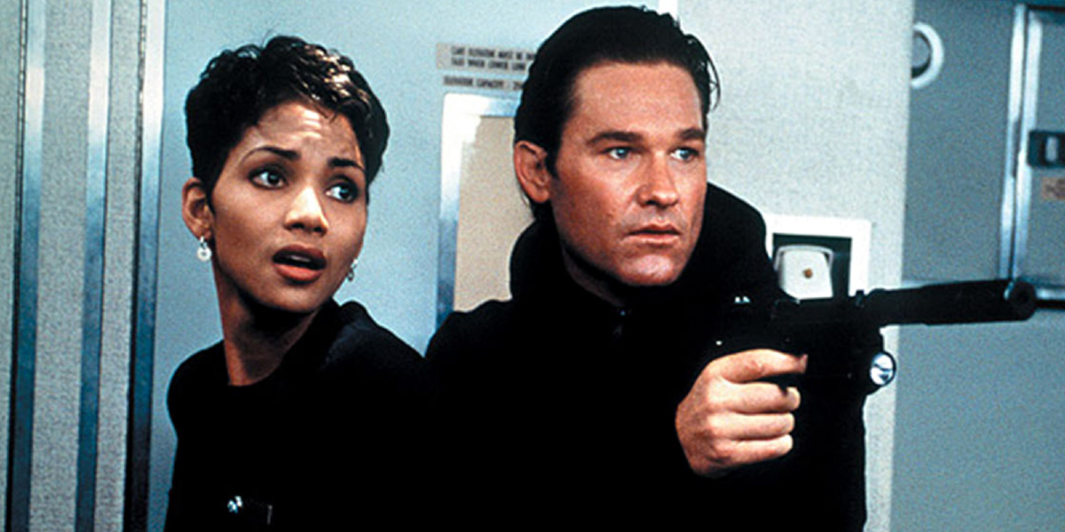 Halle Berry and Kurt Russell in Executive Decision