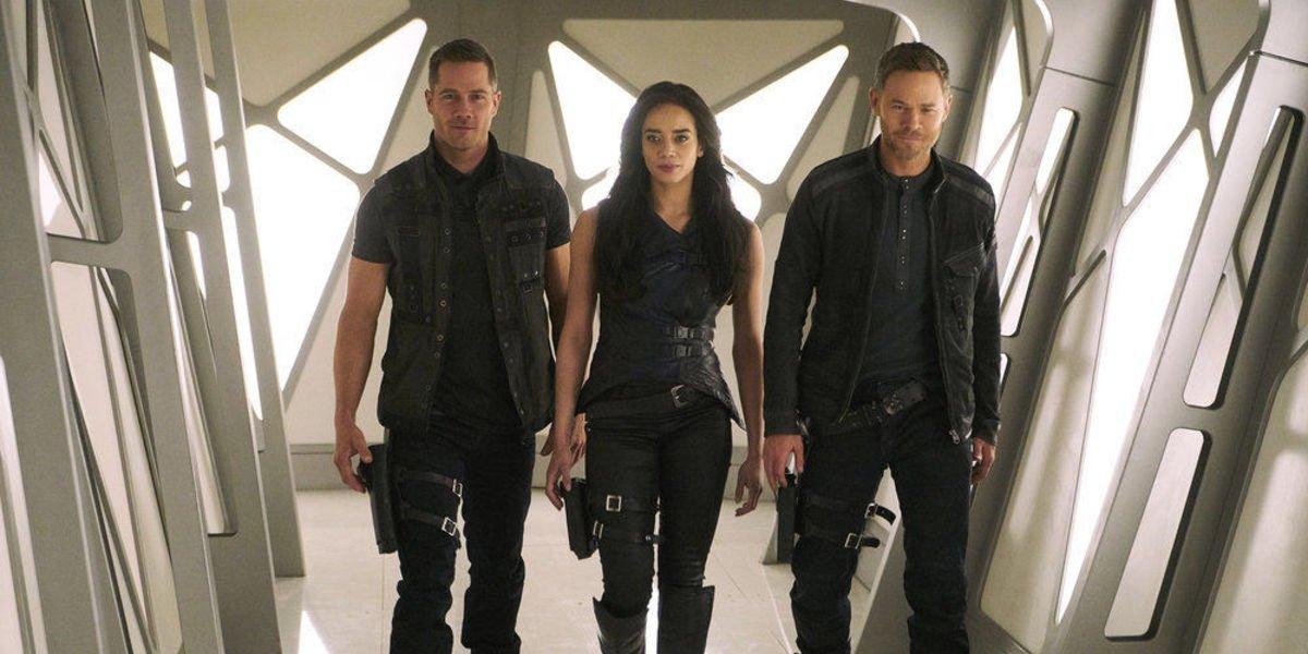 Luke MacFarlane, Hannah John-Kamen, and Aaron Ashmore in Killjoys