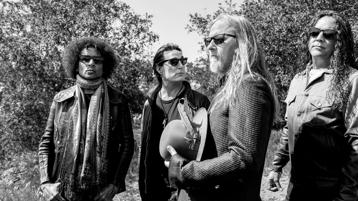 """Alice In Chains: Jerry Cantrell recalls """"incredible and terrifying"""" rise of grunge"""