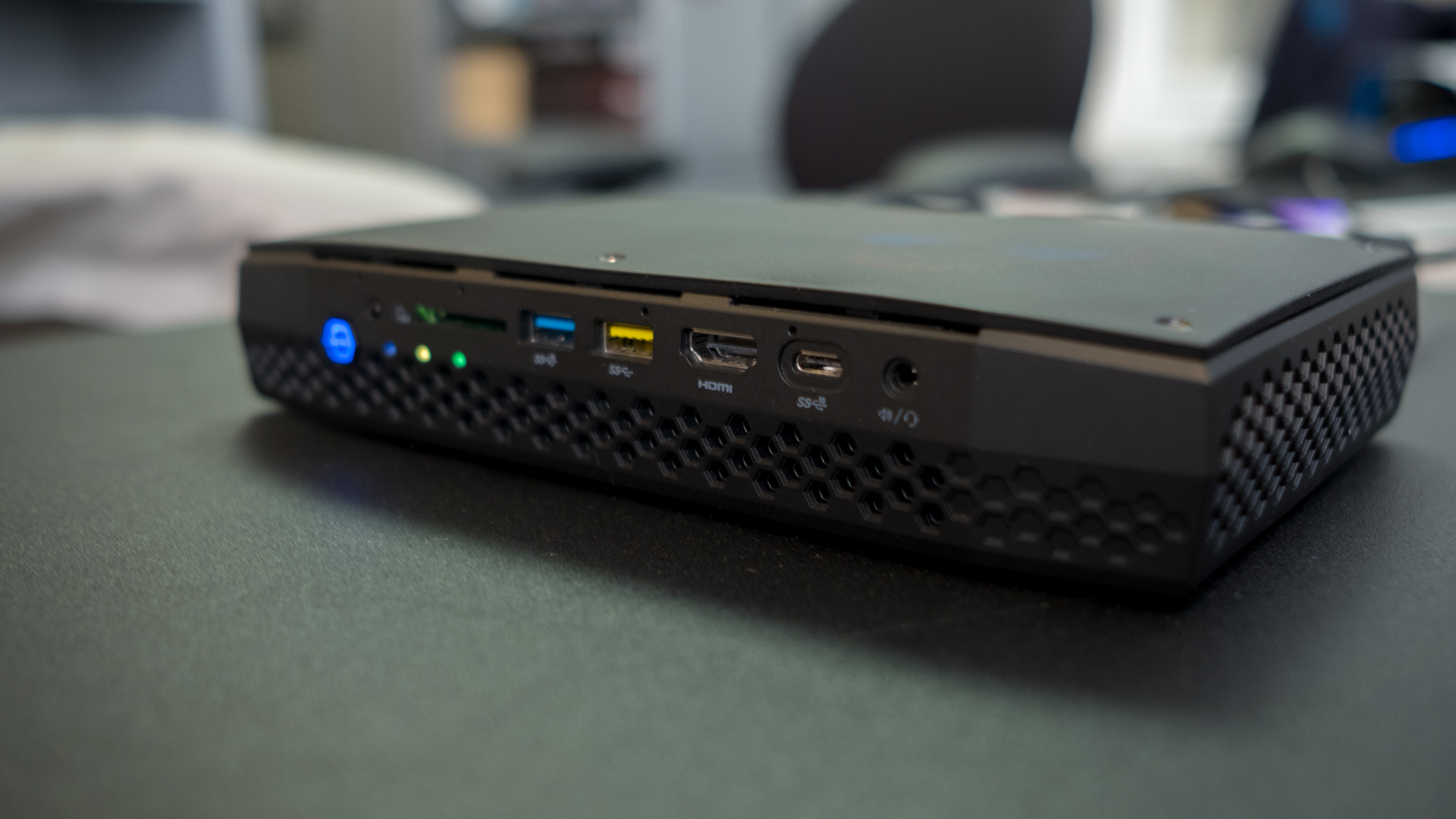 Intel Hades Canyon NUC