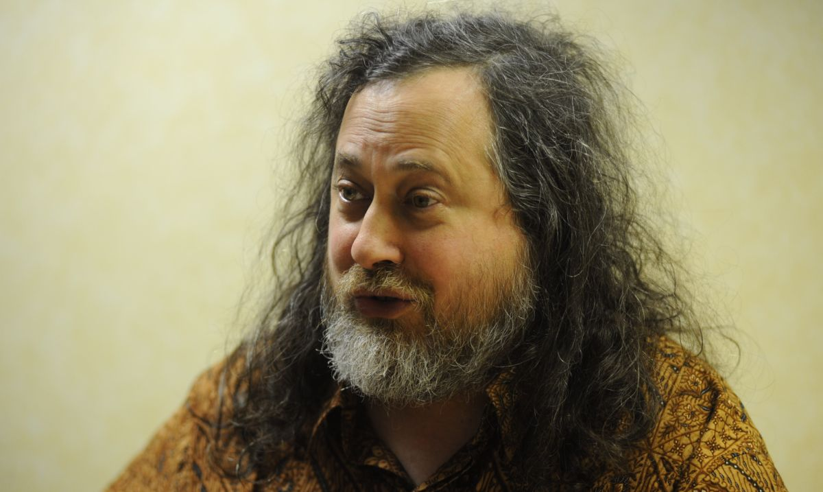 Richard Stallman, author of the GNU manifesto, resigns from the Free Software Foundation