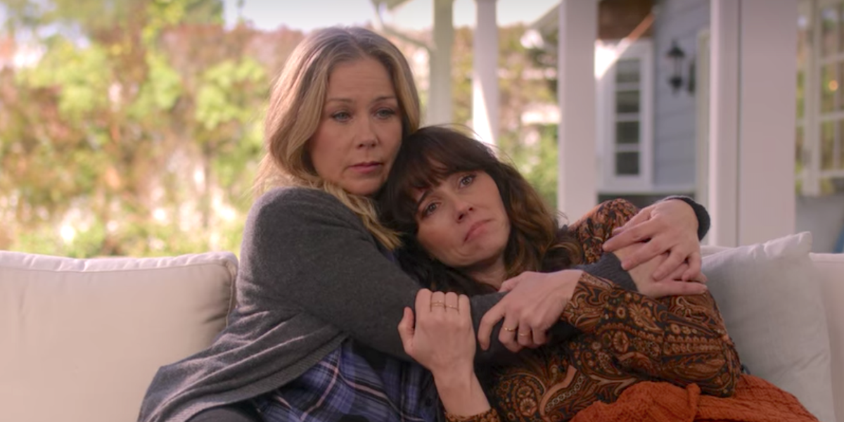 dead to me season 2 jen and judy hugging