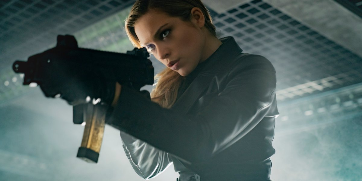 Sophie Cookson holding weapon as Nora in Infinite