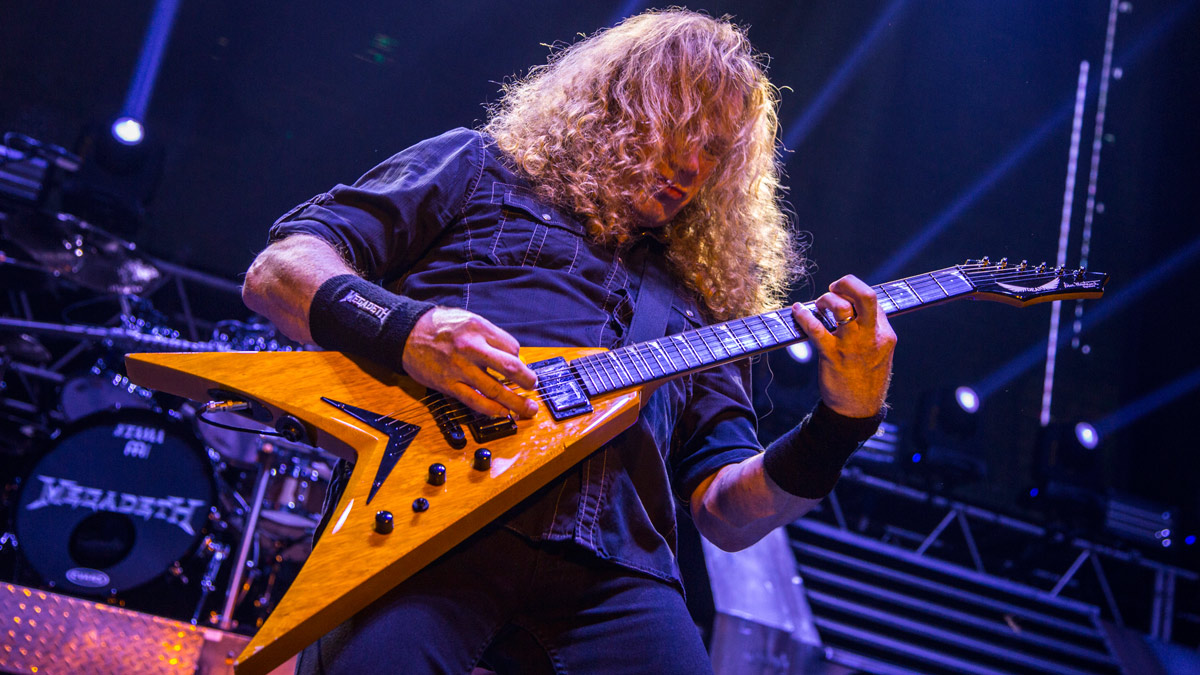 """Dave Mustaine: """"I suck at a lot of things, like walking across a tightrope, but I definitely don't suck at guitar!"""""""