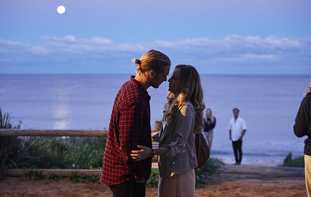 Ash (Martin Ashford) kisses Tori Morgan in Home and Away.