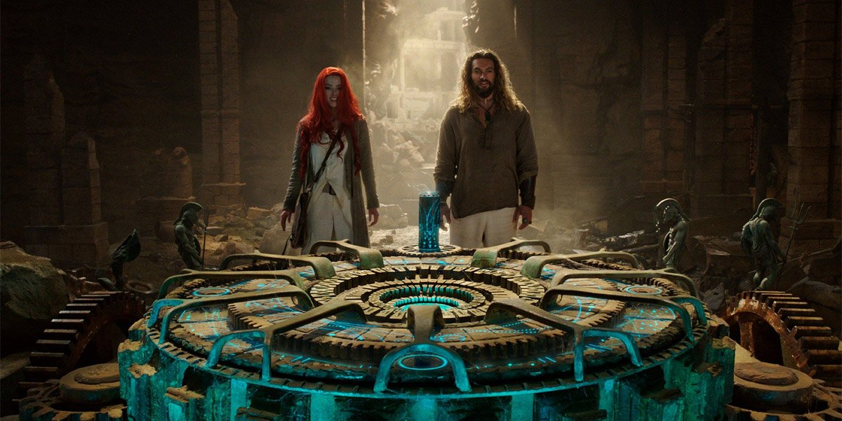 Amber Heard and Jason Momoa stand around a well in Aquaman
