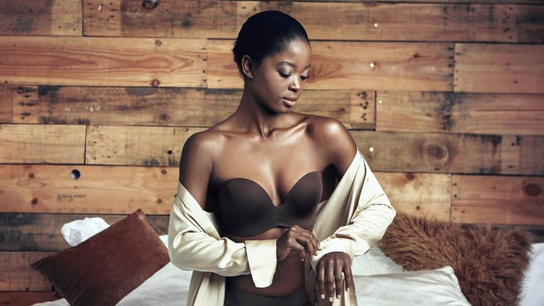 best strapless bras: Model wearing Wonderbra Ultimate Strapless Bra
