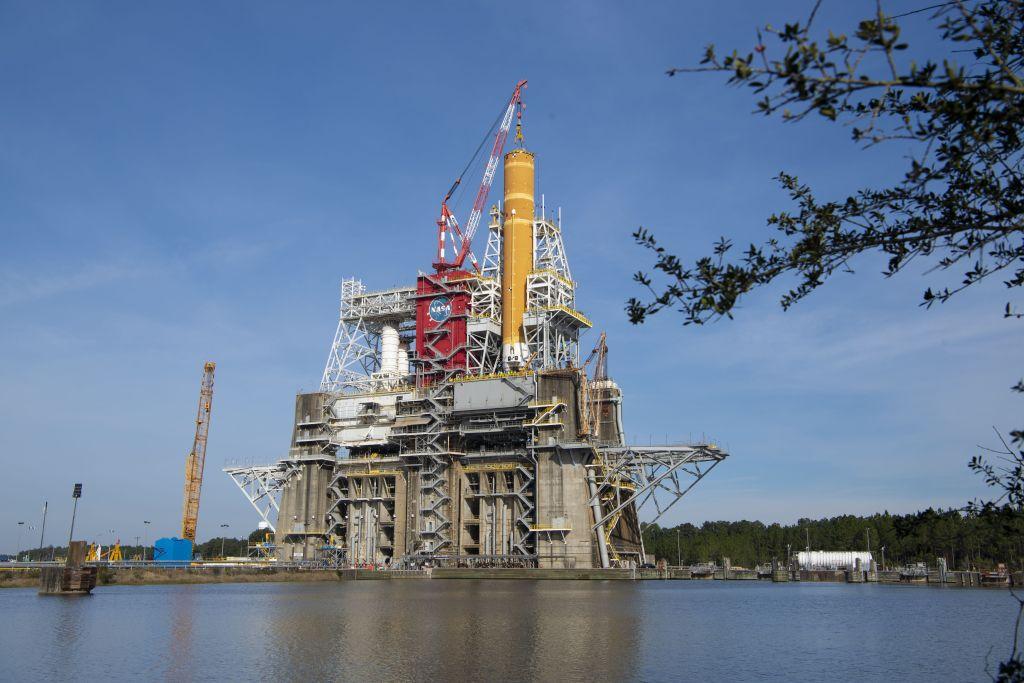 NASA's SLS megarocket 'hot fire' test delayed after early shutdown in fueling trial