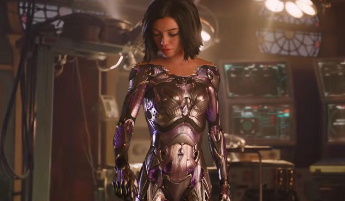 Alita: Battle Angel Alita checking out her new Berserker body