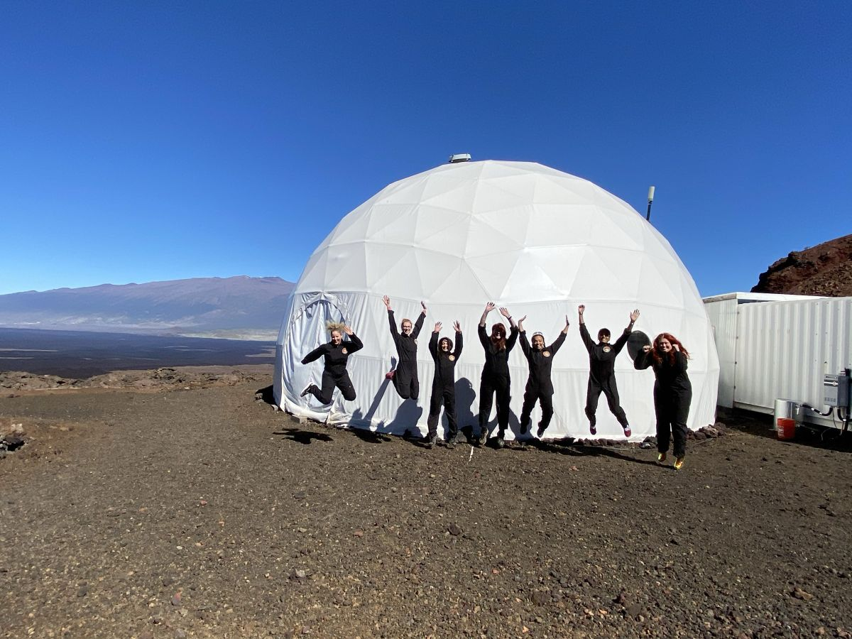 The first all-woman Mars analog crew just 'returned to Earth' in Hawaii - Space.com