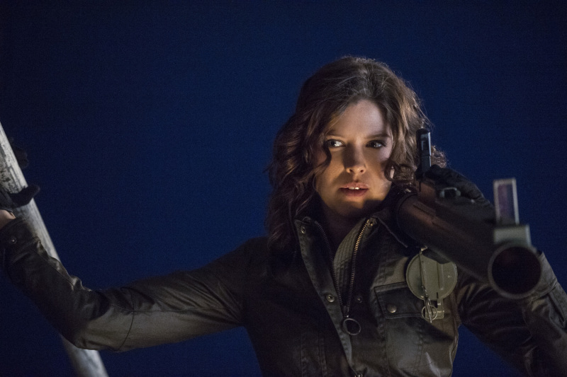 Arrow Season 2 Finale Trailer And Photos Show Heroes, Tension And Big Trouble For... #31251