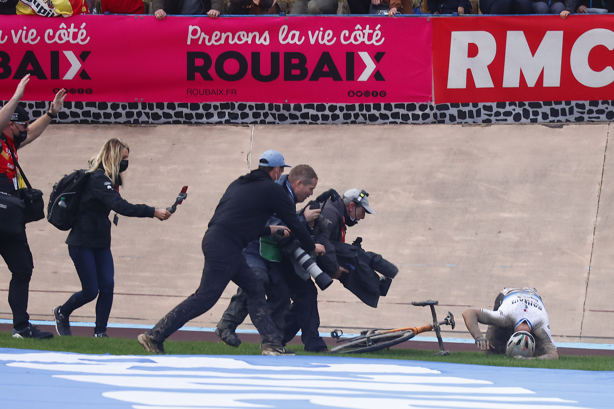 Paris Roubaix 2021 -118th Edition - Denain - Roubaix 257,7 km - 03/10/2021 - Sonny Colbrelli (ITA - Bahrain Victorious) - photo Luca Bettini/BettiniPhoto©2021
