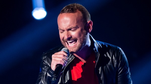 Kevin Simm sings on The Voice