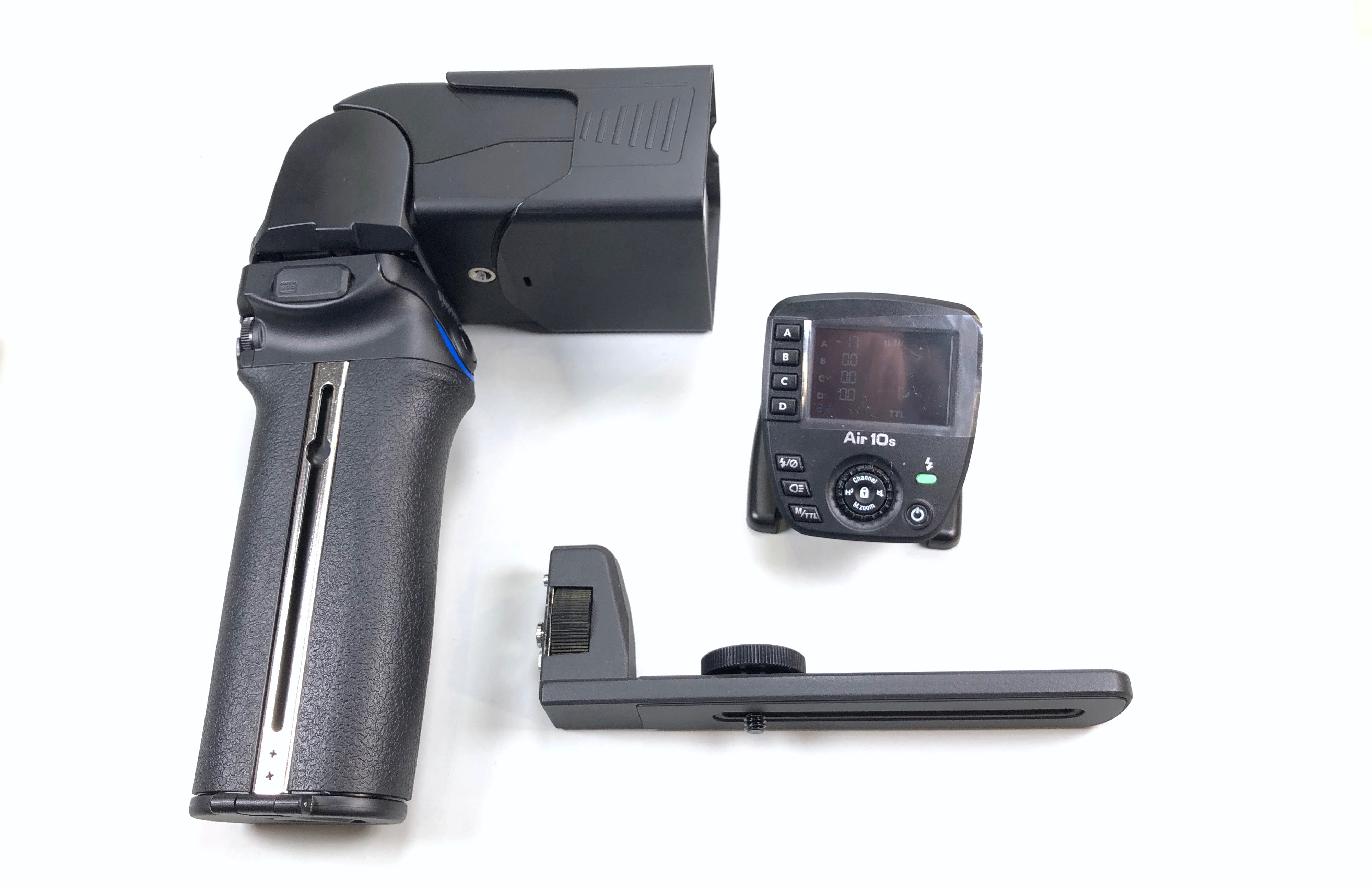 Nissin MG10: monster hammerhead flashgun has guide number of 80