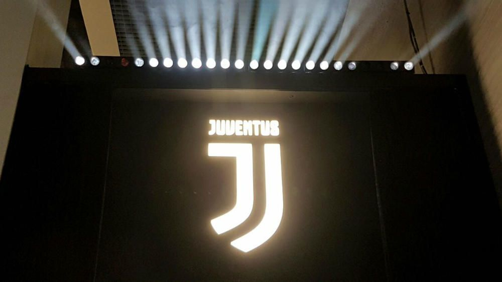 Juventus Unveil Dramatic Change To Club Logo But Not Everyone S A Fan Fourfourtwo