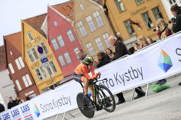 Dutchwoman Van Vleuten wins world road time trial