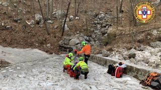 rescuers go to stranded hiker