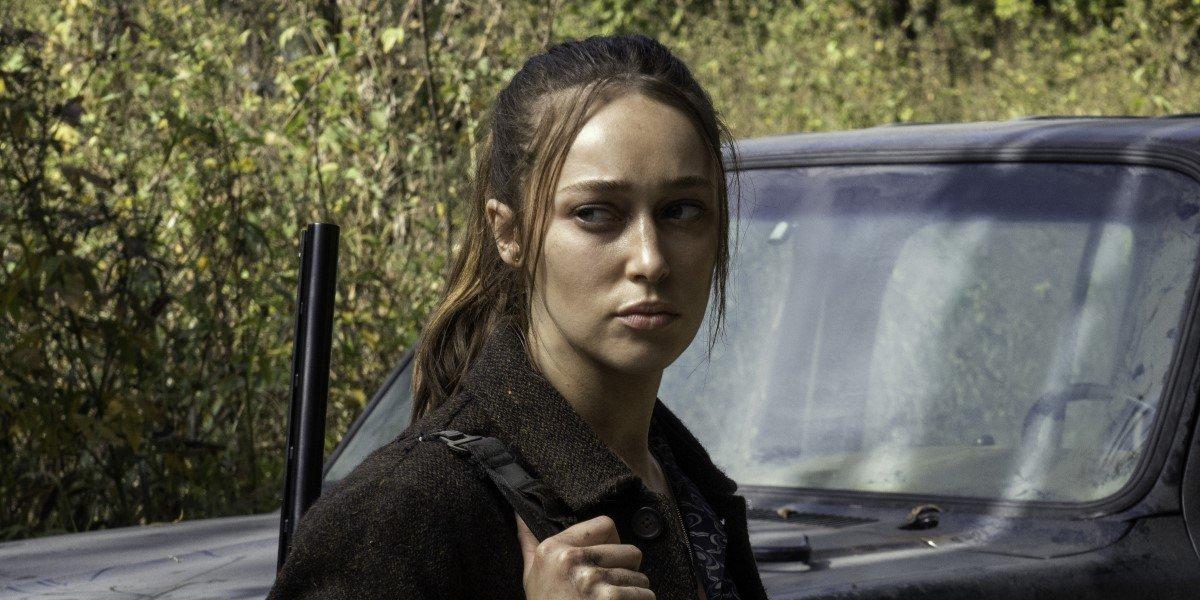 alicia with cole's gun on fear the walking dead season 6