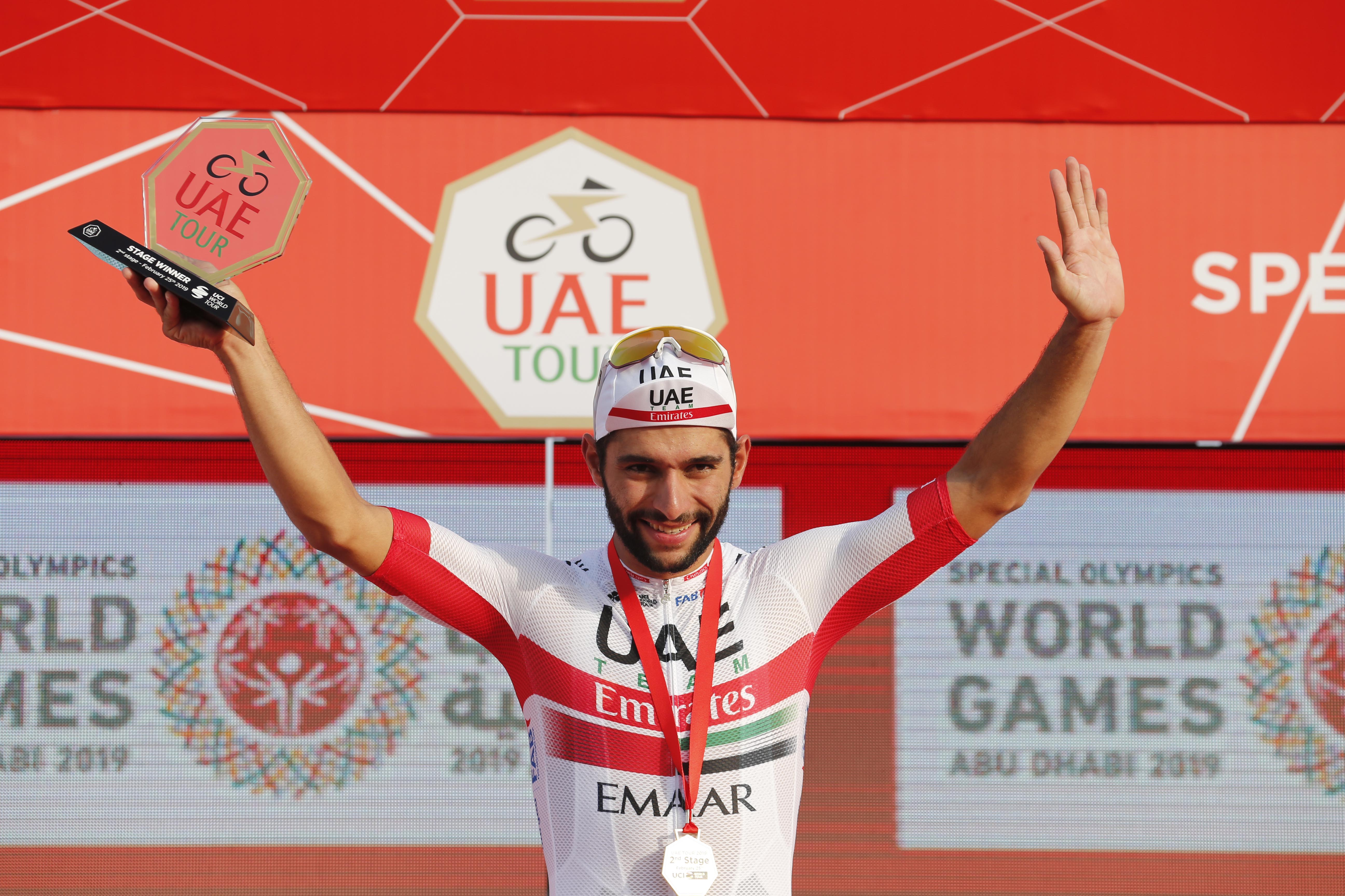 Fernando Gaviria takes the first sprint stage of his team s home race 425dc2565