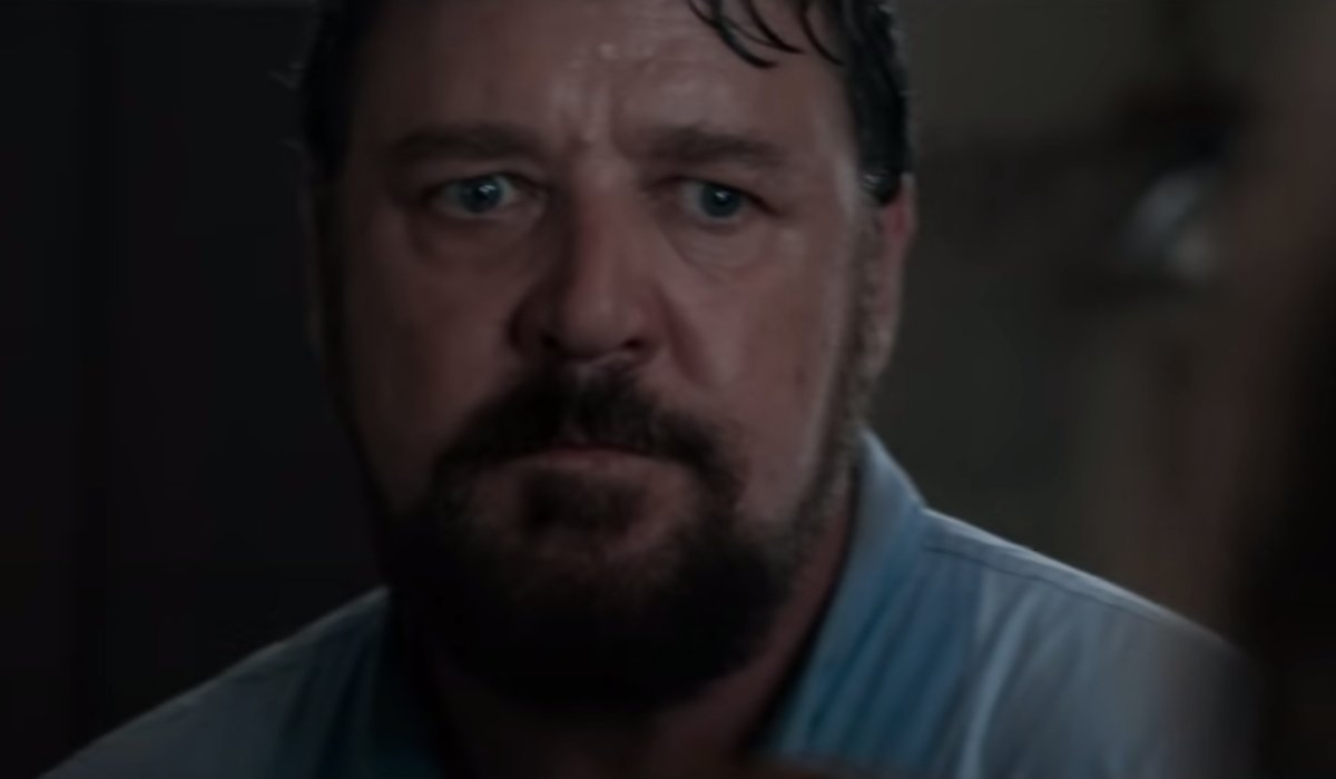 Unhinged Russell Crowe looks angry before his death