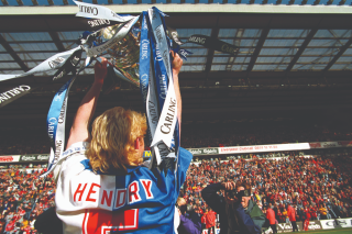 Colin Hendry lifts Premier League with Blackburn Rovers, 1995