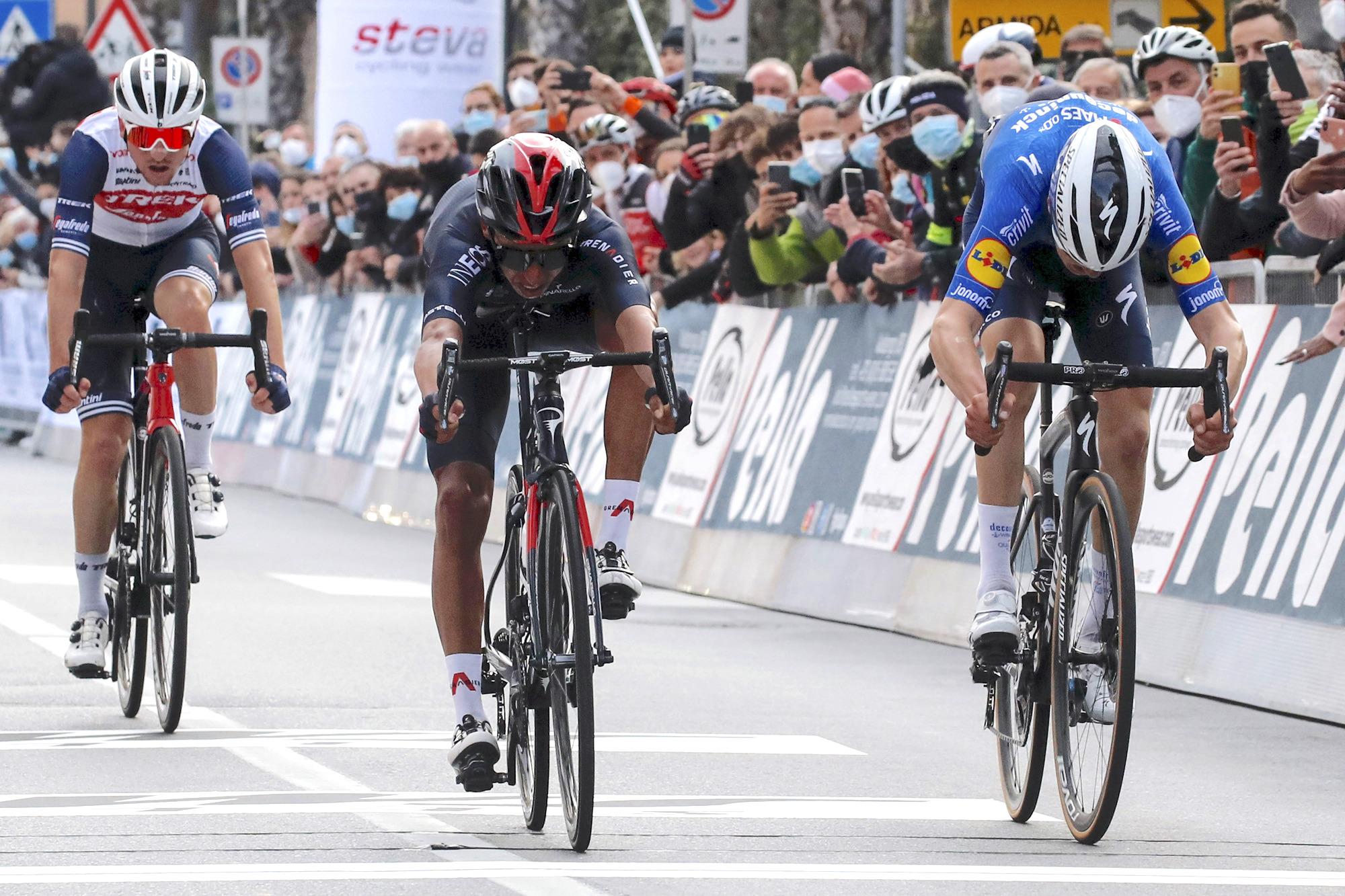 Trofeo Laigueglia 2021 - 58th Edition - Laigueglia - Laigueglia 202 km - 03/03/2021 - Egan Bernal (COL - Ineos Grenadiers) - Mauri Vansevenant (BEL - Deceuninck - Quick-Step) - photo Roberto Bettini/BettiniPhoto©2021