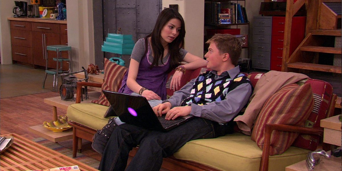 Miranda Cosgrove as Carly Shay and Reed Alexander as Nevel Papperman in iCarly.