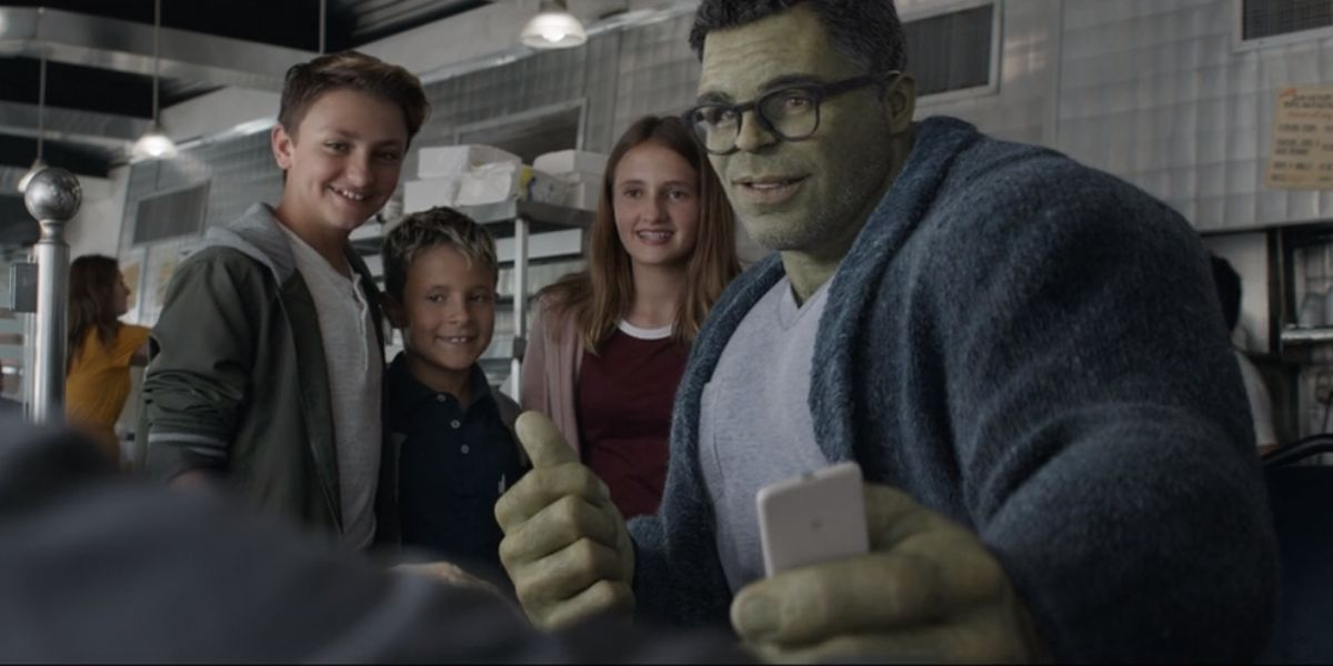 Smart Hulk with the Russo family in Avengers: Endgame