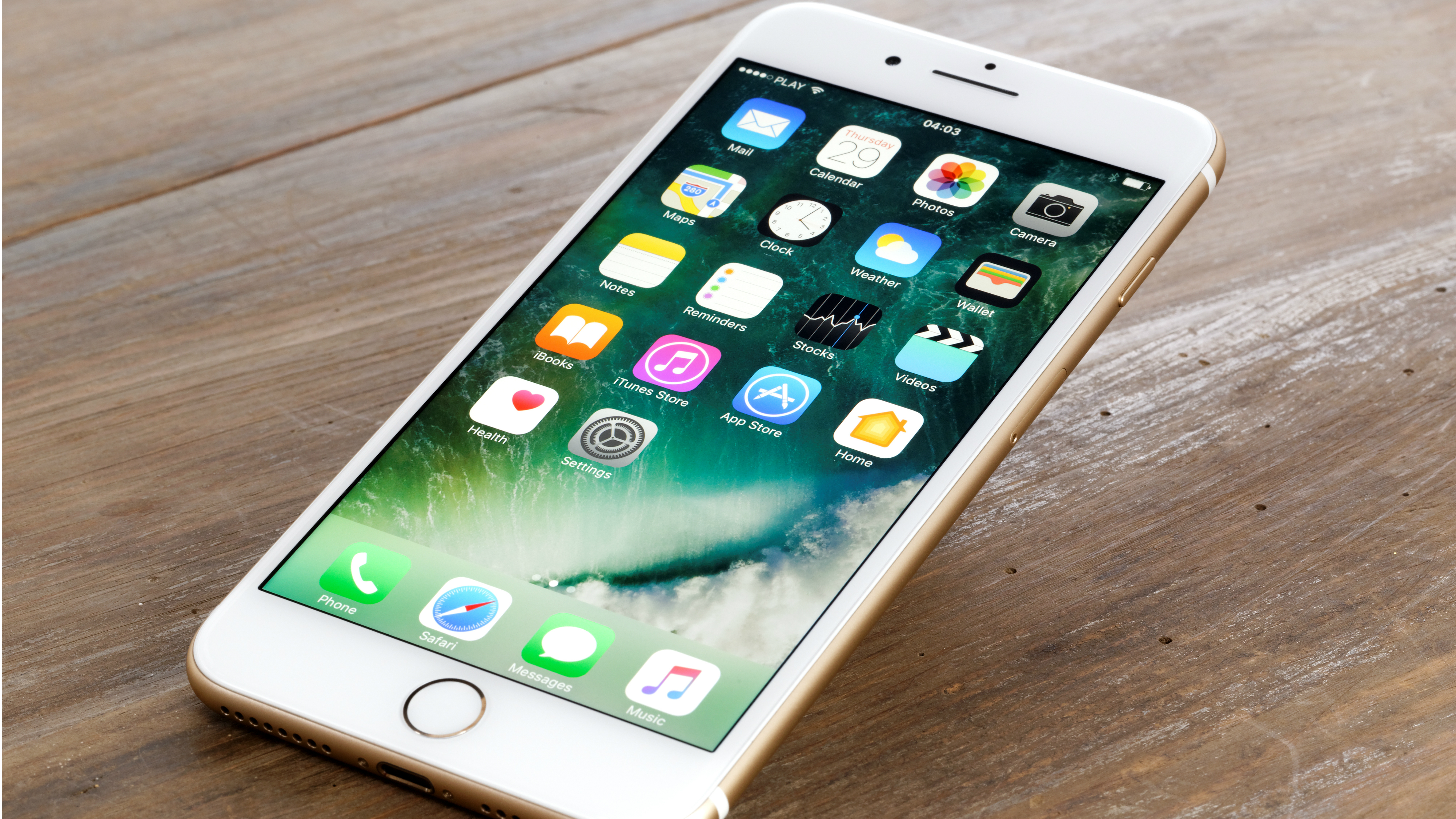 online retailer 5bee2 3d5f7 The iPhone 7 gets a massive price cut at Amazon | TechRadar