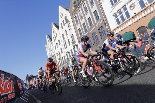 Chantal Blaak wins women's road world title