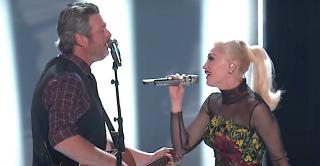 Gwen Stefani and Blake Shelton sing You Make Me Feel Like Christmas on The Voice