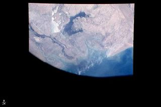 first-earth-shuttle-image-110413-02