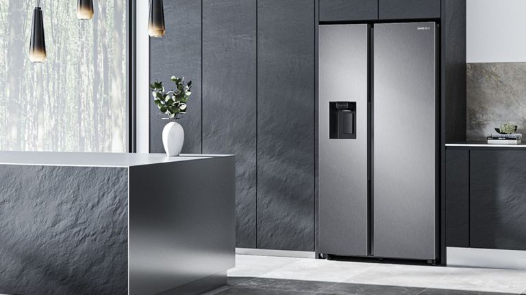 A kitchen featuring the Samsung RS8000 RS68A8820SL American Fridge Freezer.