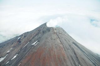 cleveland-volcano-110809-02