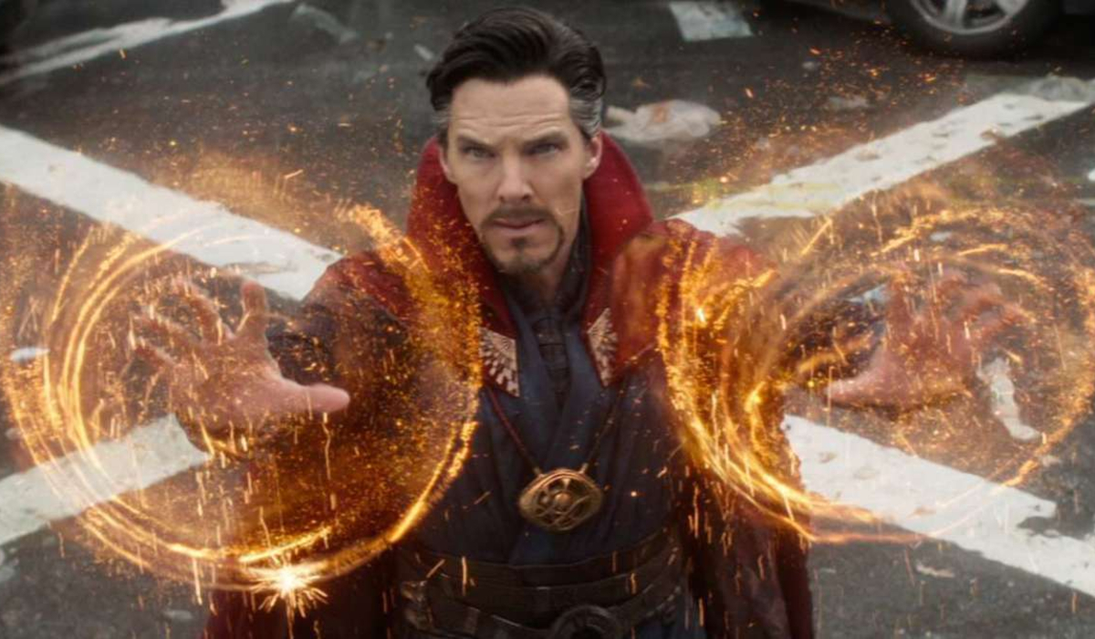 Avengers: Infinity War Doctor Strange using his magic in New York