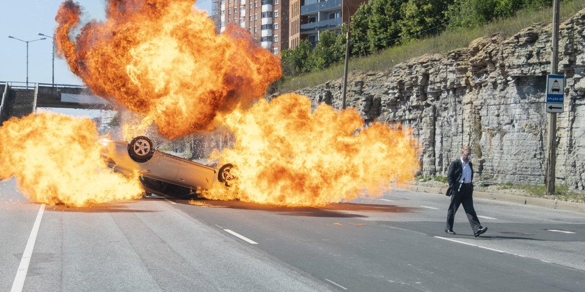 Car explosion in Tenet