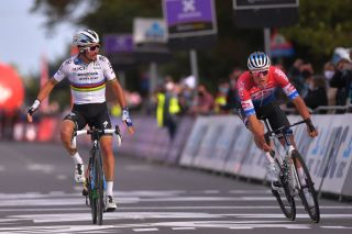 Julian Alaphilippe beats Mathieu van der Poel to win his first race as World Champion