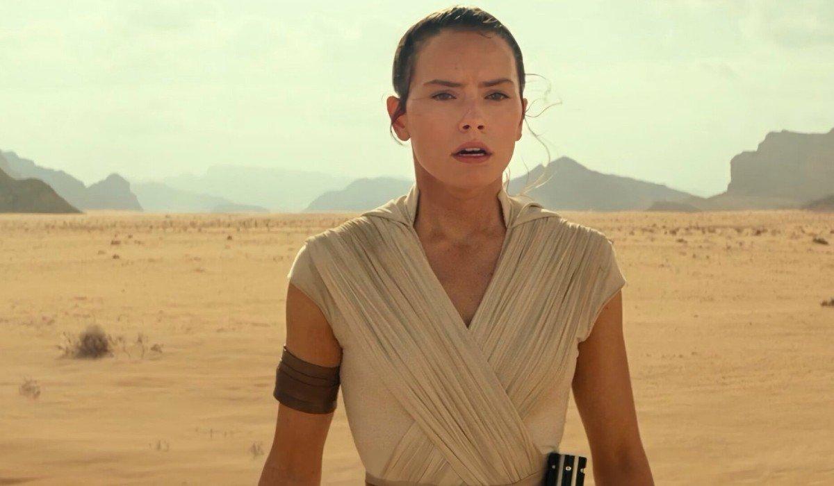 Rey looking devastated in a desert Star Wars