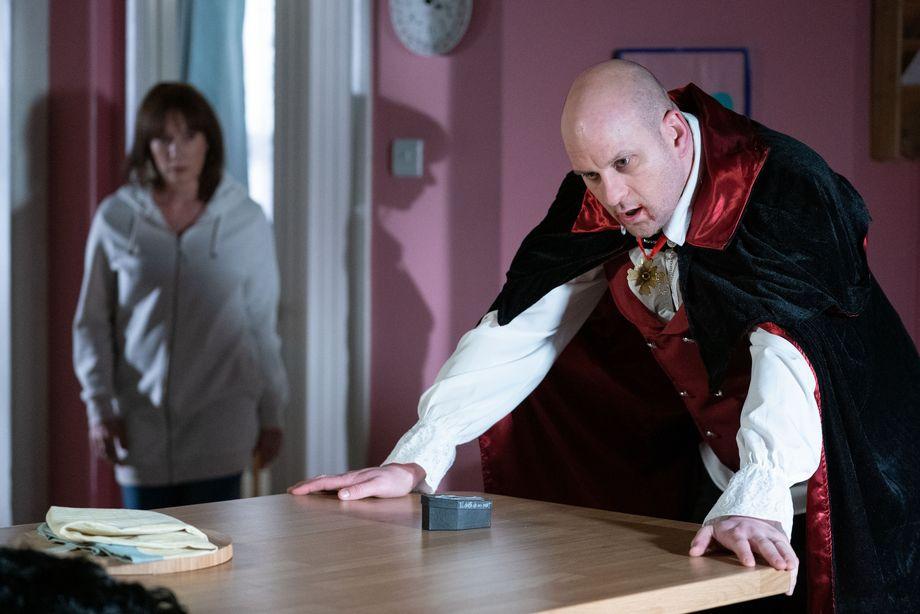Stuart prepares to propose to Rainie in EastEnders