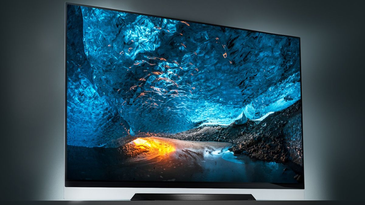 """Save a massive $1150 on our favorite gaming TV, the LG E8 55"""" 4K OLED, because holy crap that's a great deal"""