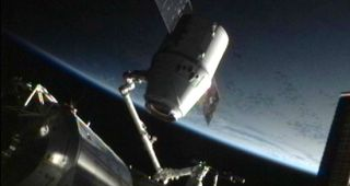 spacex dragon detached space station