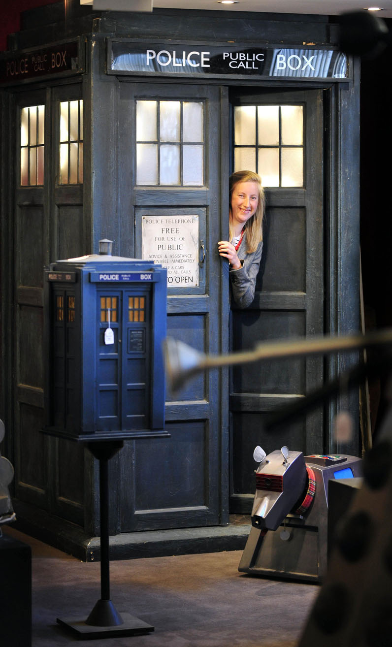 TARDIS sells for 10,000 pounds at auction