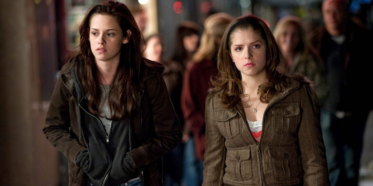 Kristen Stewart and Anna Kendrick in Twilight Saga: New Moon