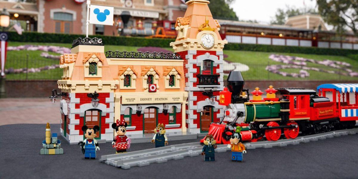 Disneyland Railroad in LEGO