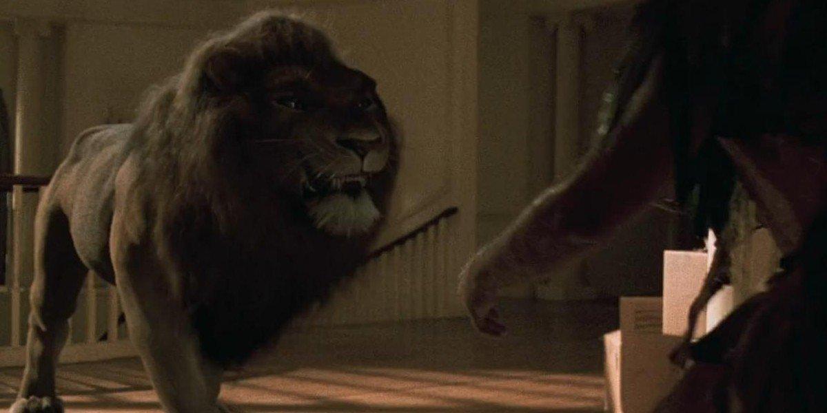 Jumanji alan fights a lion