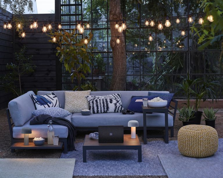 How to plan and install garden lighting