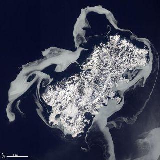 sea-ice-shikotan-volcano-island-110222-02