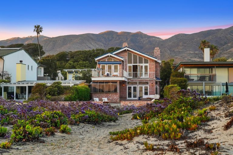 Jack Lemmon's house exterior with neighboring houses and mountains