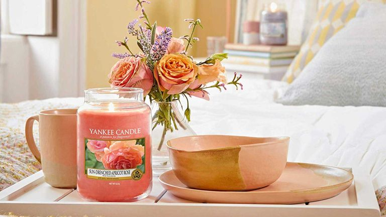 Yankee Candle Large Jar Scented Candle, Sun-Drenched Apricot Rose